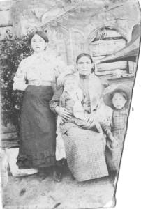 Е. Васильевна Токмакова с мамой
