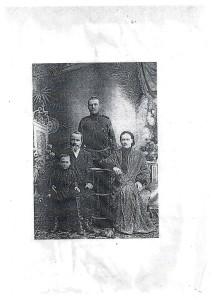 фотографировались в г.Иркутске 17 февраля 1909г. Петр Иванович, Олимпиада Романовна, сын Иван, внук Михаил